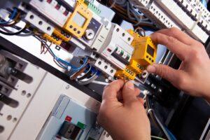 Montaje y mantenimiento de instalaciones eléctricas de baja tensión